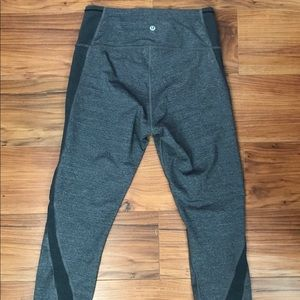 Lululemon cropped yoga pants.